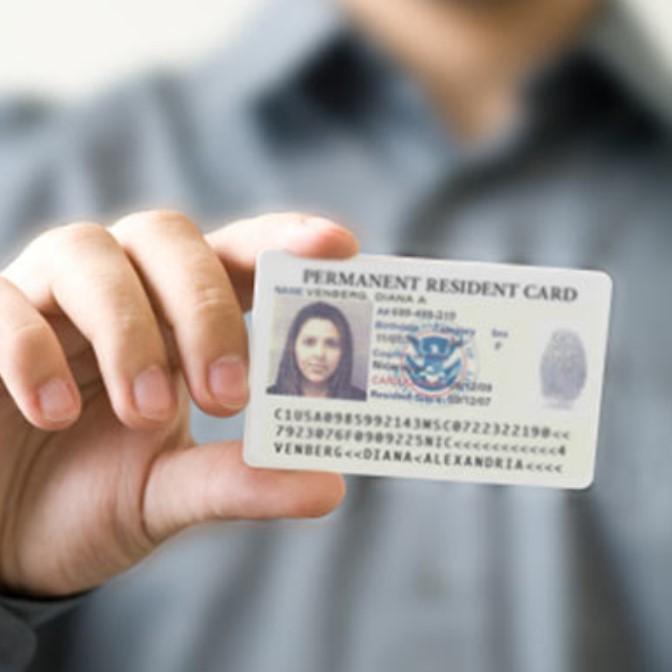 Những quyền lợi bạn cần biết khi sở hữu thẻ xanh Canada